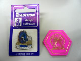ピンバッジとライドトークン